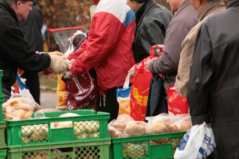 """Essen für die Armen: """"Münchner Tafel"""" verteilt Lebensmittel"""