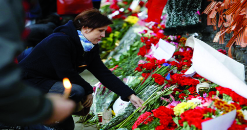 People commemorate victims of Odessa's recent street battles in Moscow